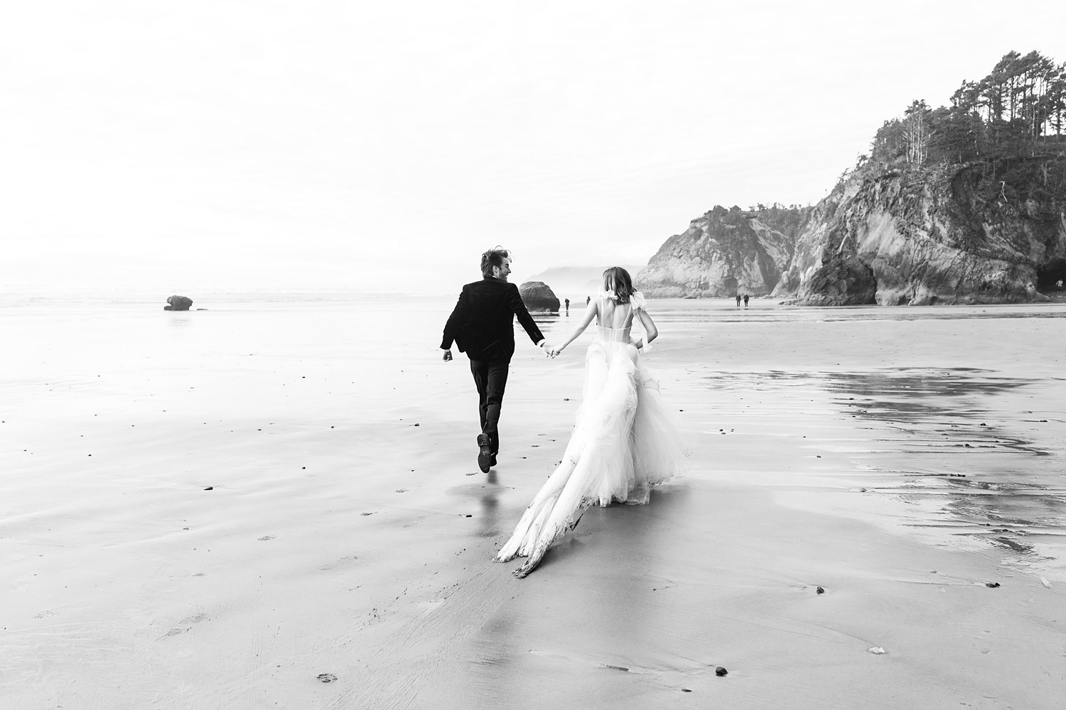 Oregon Coast Newlywed Couple